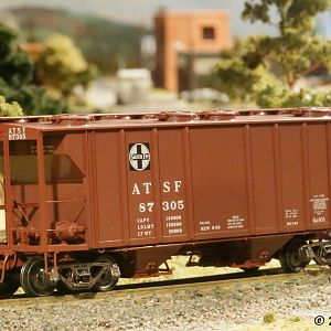 Kadee HO PS2 covered hopper ATSF