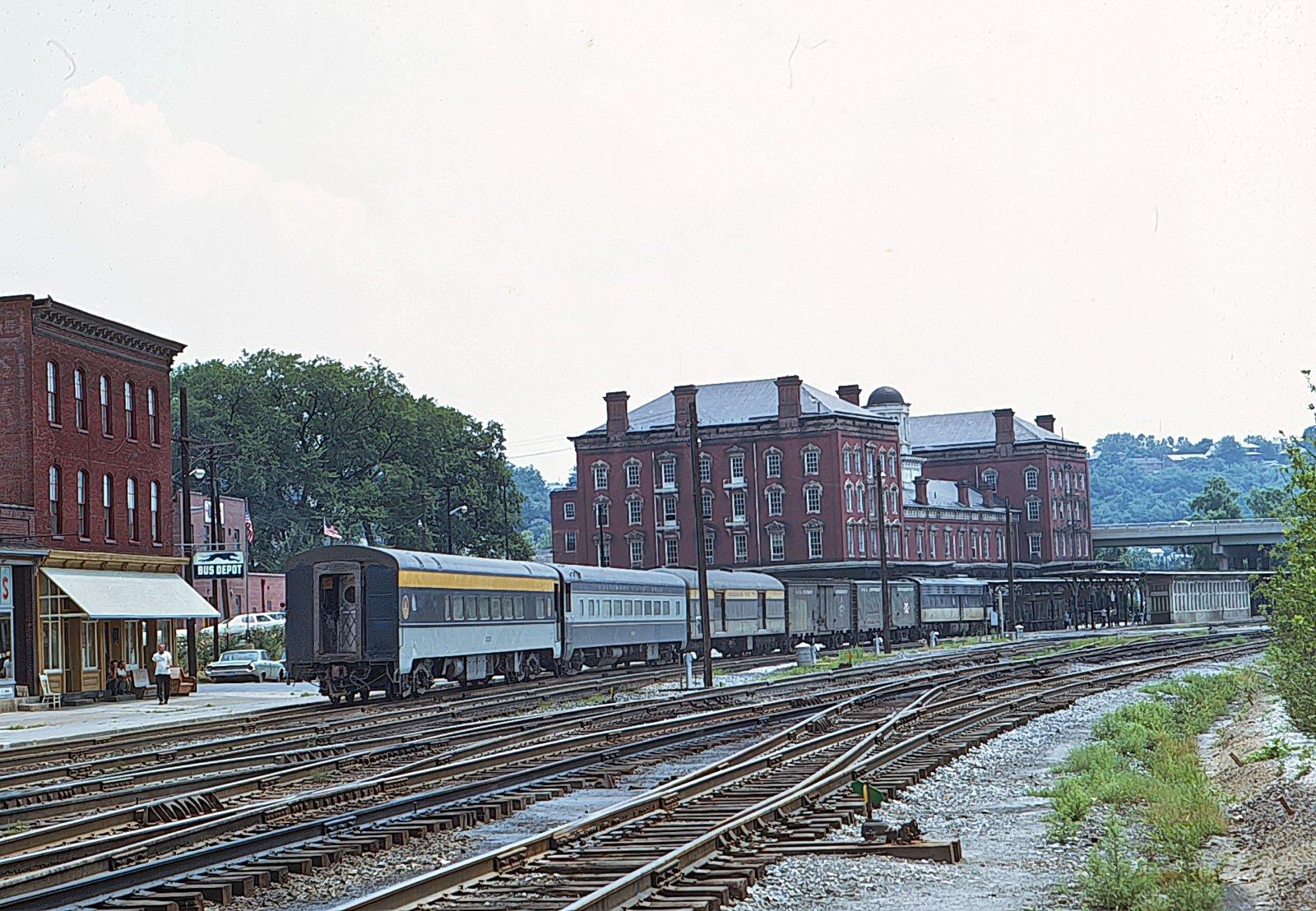 B&O Train 8 1970-3.jpg