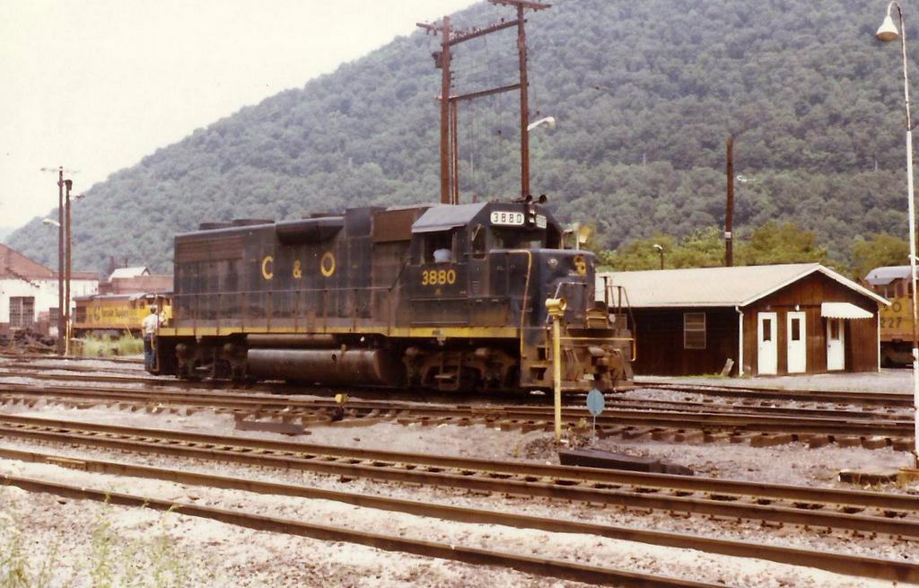 co3880gp38handleyyard1979.jpg