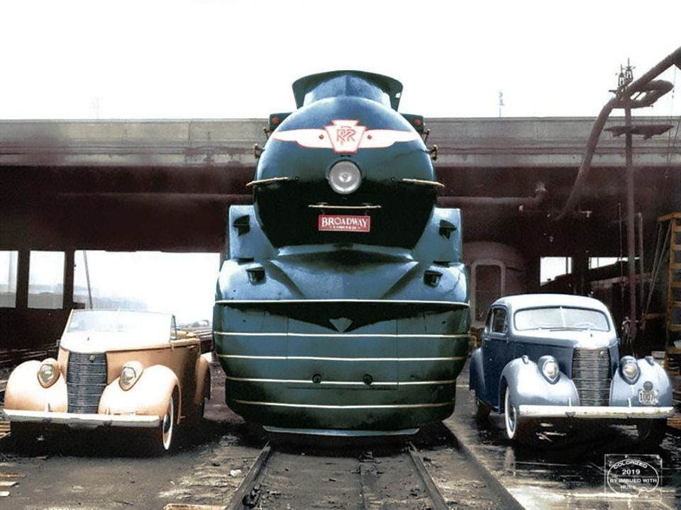 Colorized photo of Raymond Loewy's Art Deco designs in 1939 K4 + 2 Studebakers.jpg