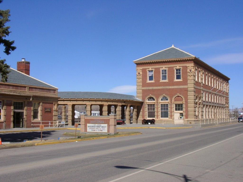 Livingston_Montana_Depot,_2005.JPG