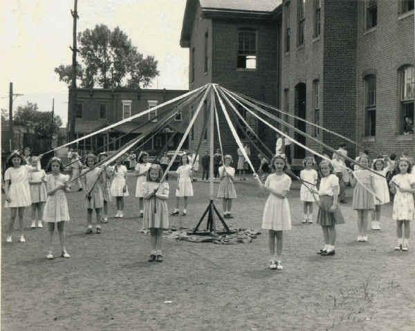 May Pole at Morton Ave Public School.jpg