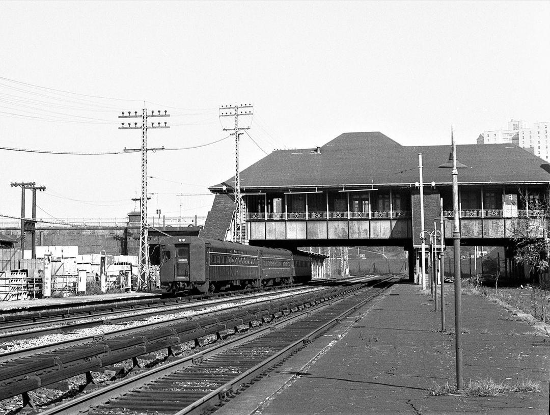 NYC University Heights - Bronx - 10-22-1966 - Hal Smith Photo.jpg