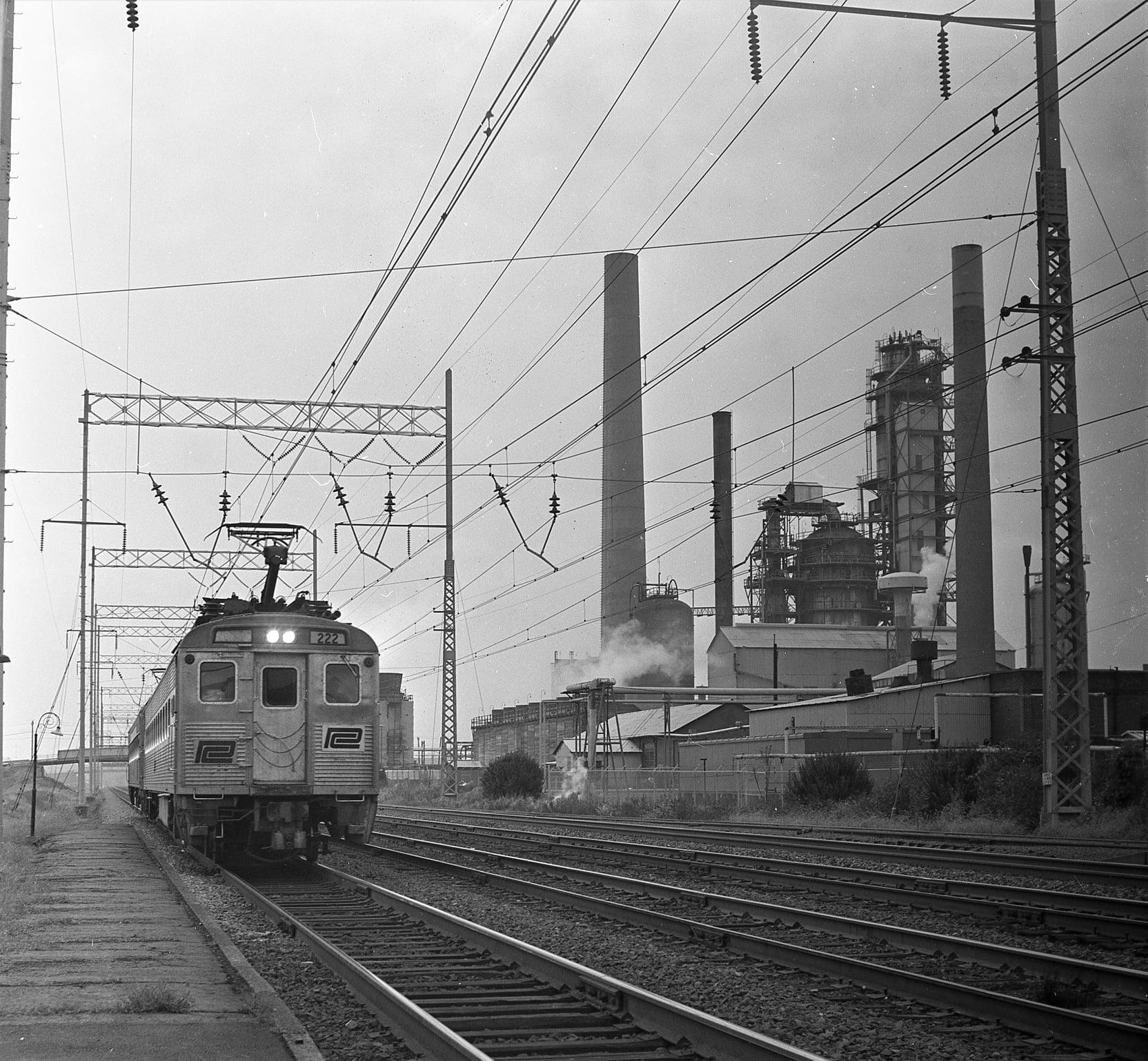 Penn Central MU #222 @ Marcus Hook PA 10-16-1971 Hal Smith Photo.jpg