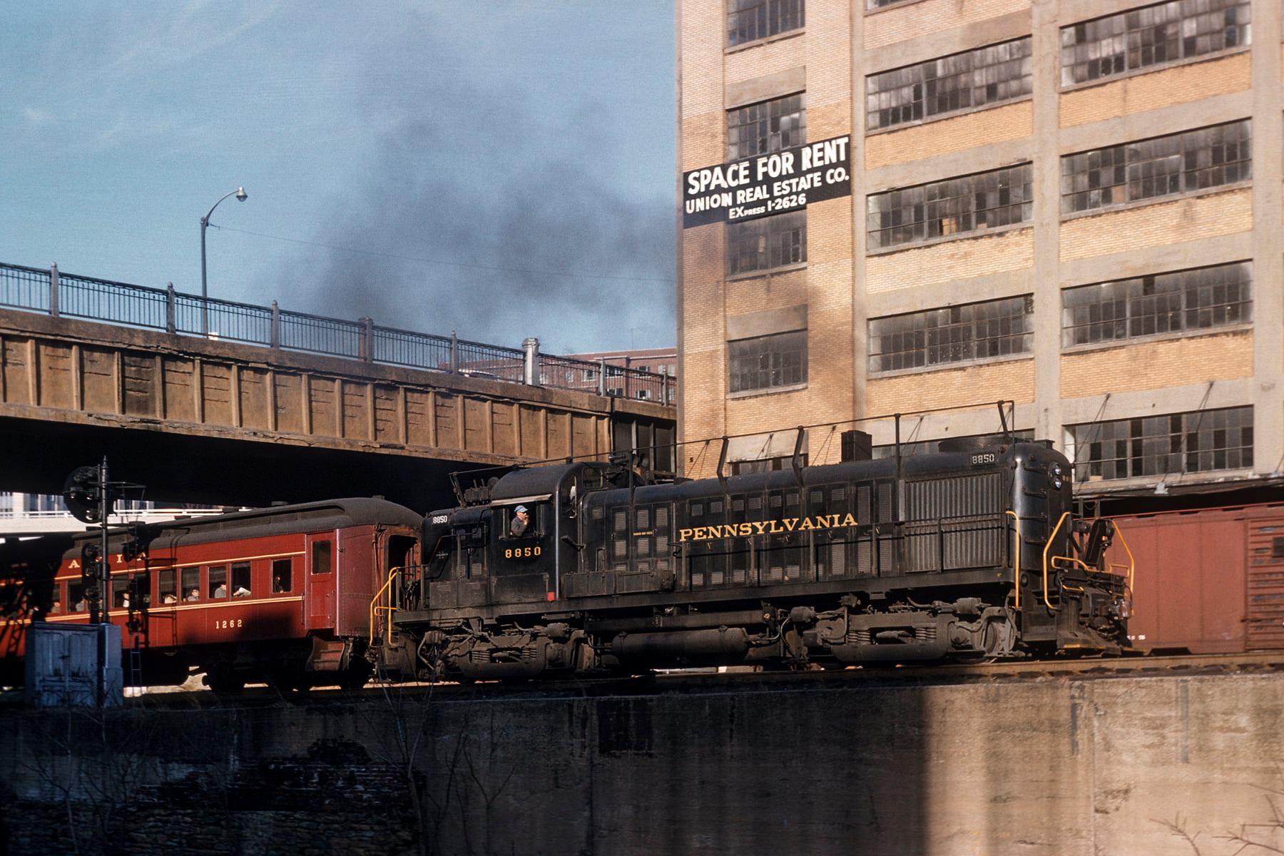 PRR ARS16s 8850 @4th St. Station 03-20-1961.jpg