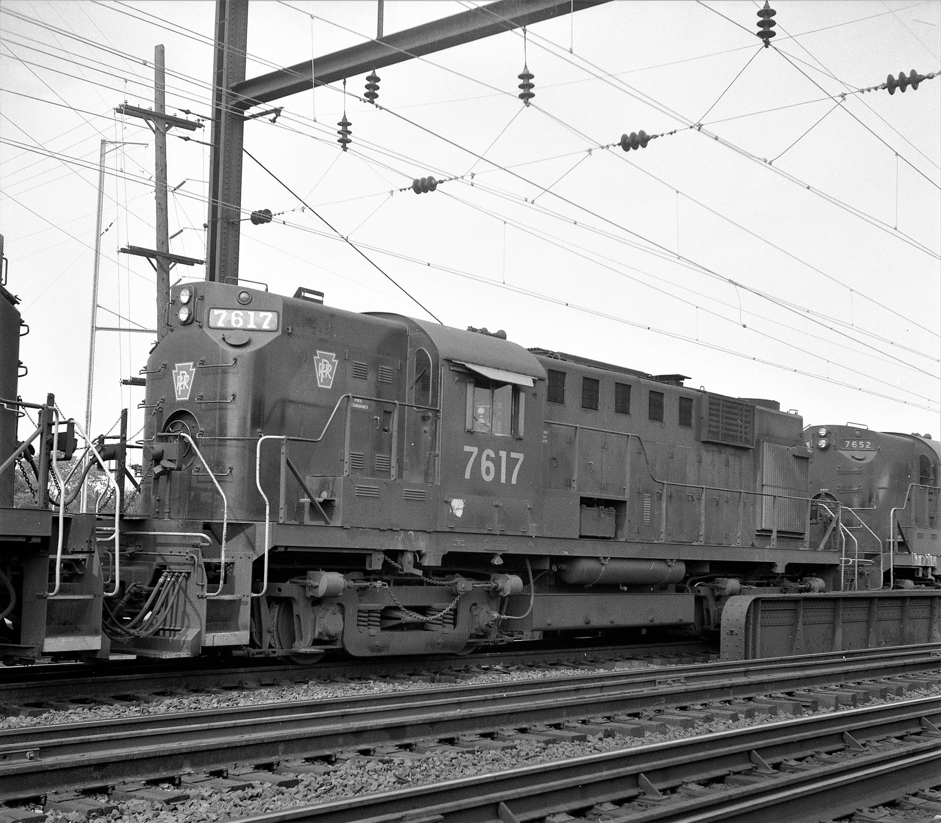 PRR RS11s pasing through Holmesburg Jct 9-20-1967 H. Smith.jpg