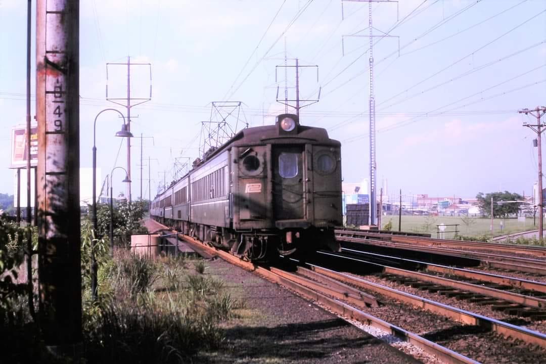 Southbound MU Train at Naaman DE 6-13-73 Photo by Tim Chtonin.jpg