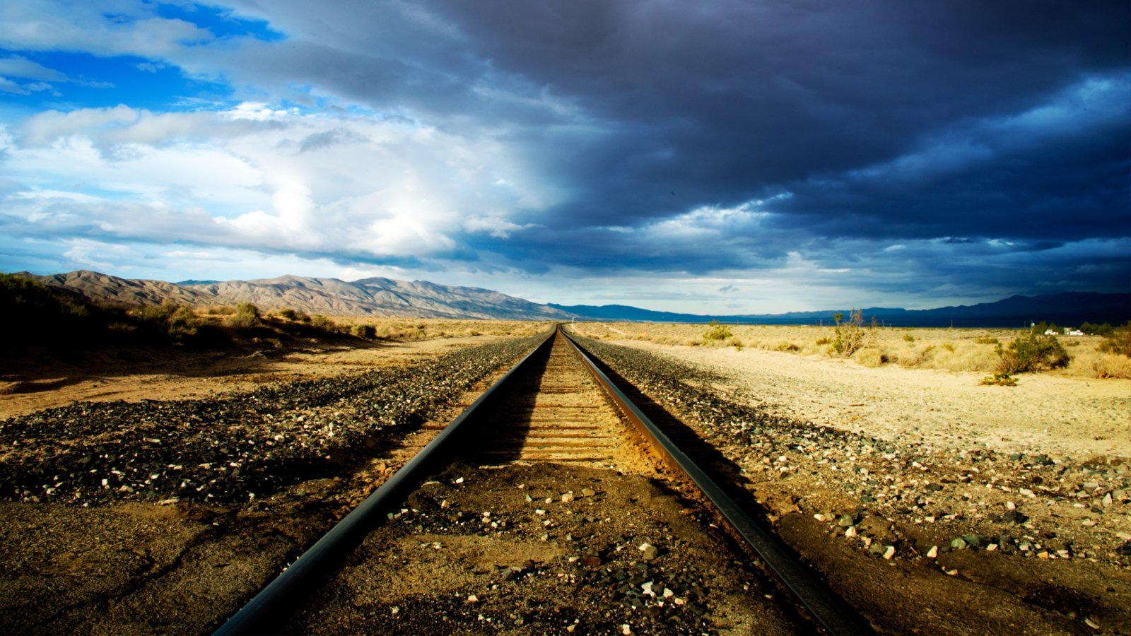 Train-Track-Cool-Backgrounds-Wallpapers.jpg
