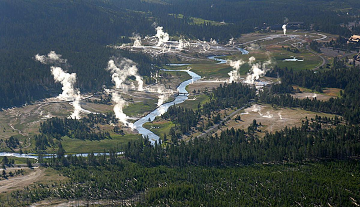 upper-geyser-basin-aerial2_npsjimpeaco_680x392.jpg