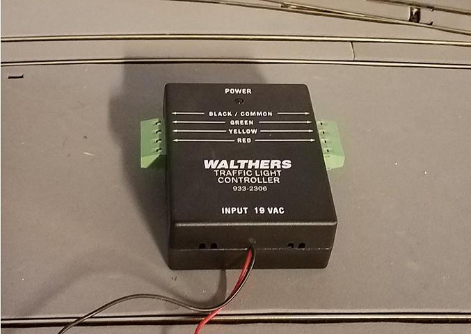 WalthersTrafficLightController.jpg