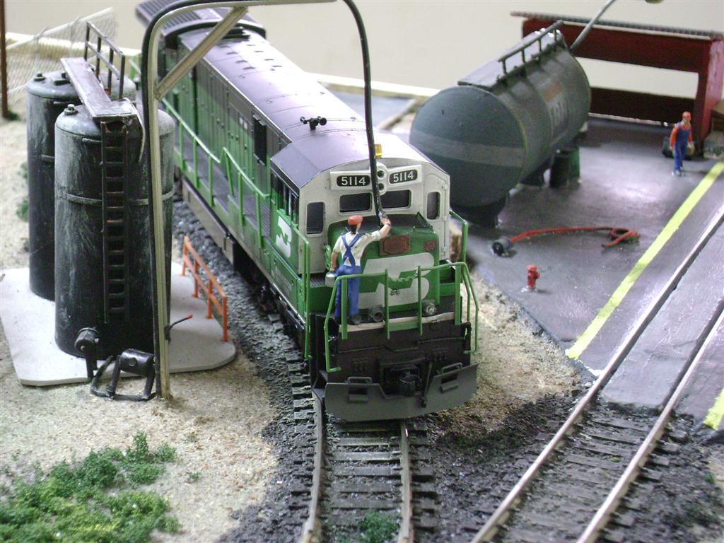 C30-7 BN supplying with sand, in the BNSF yard-Model