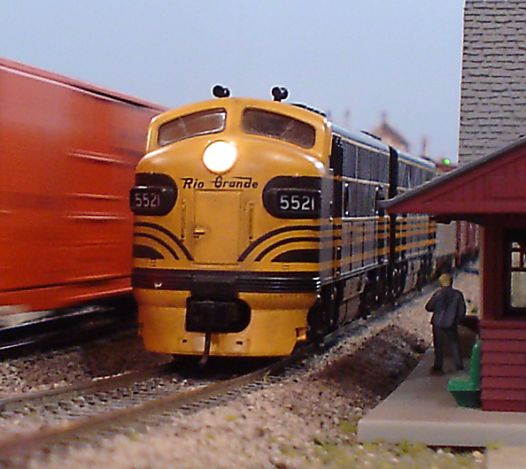 Freight Crew Waits for Train Orders   ModelRailroadForums com