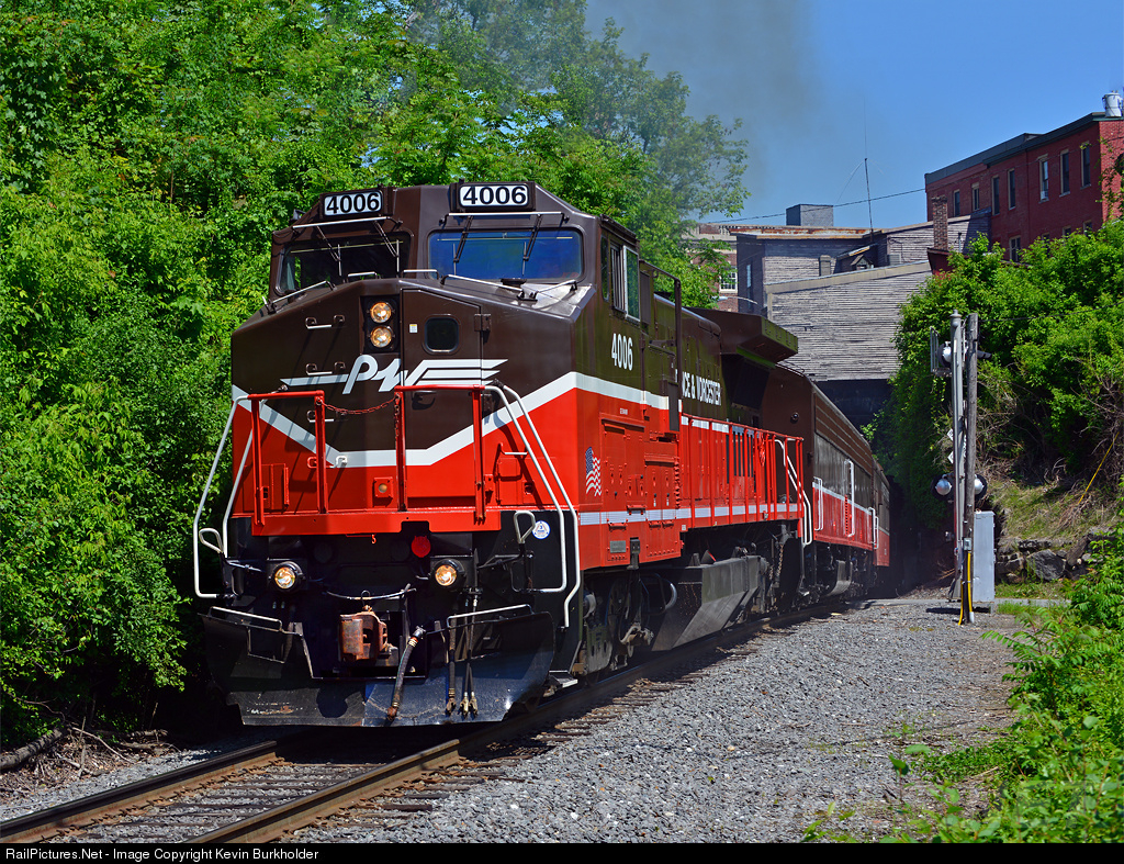 PW 4006 Providence and Worcester Railroad.jpg
