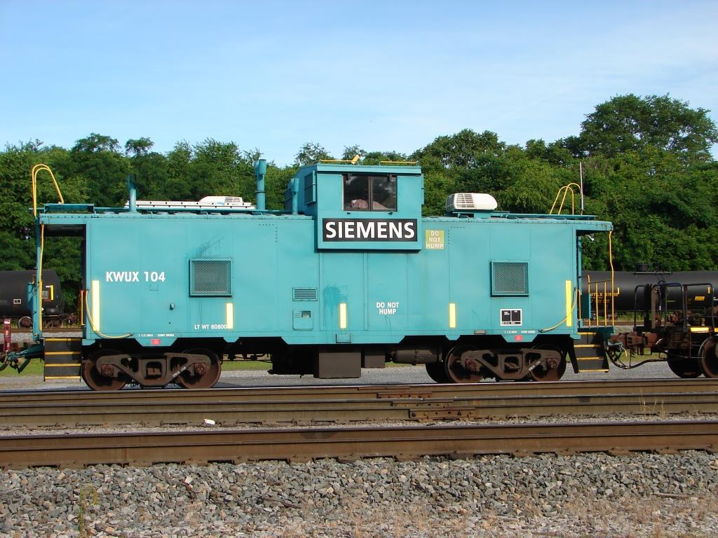 Siemens Caboose, KWUX10 and load at Vardo yard in Hagerstown, MD  July 2016